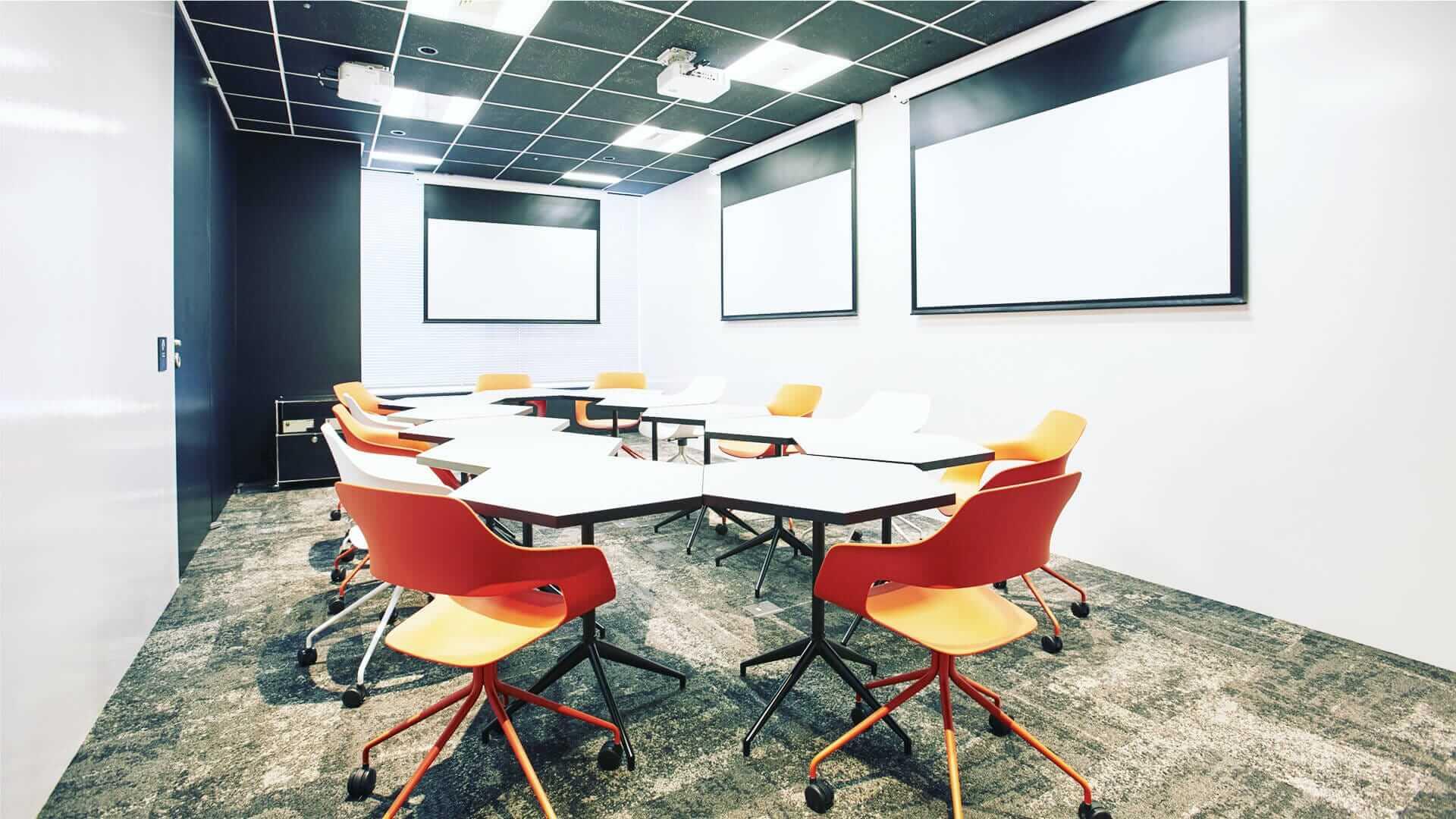 会議室(3面プロジェクター付き会議室)