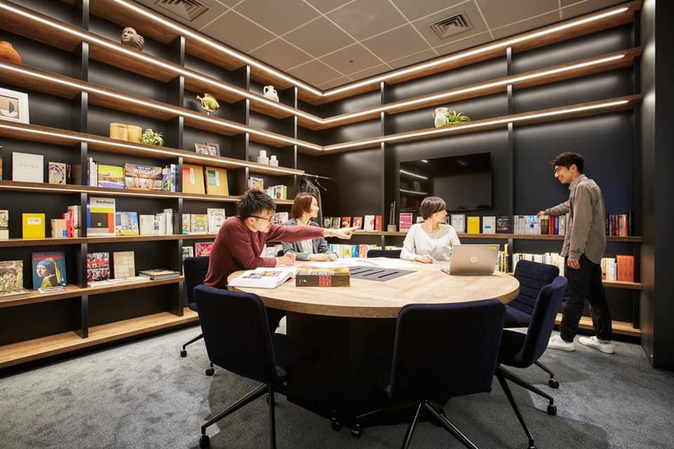 拠点の魅力紹介!日本橋三井タワー編 ⑨誠品生活日本橋さんセレクトの本棚がある会議室